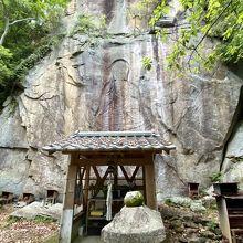 富川磨崖仏