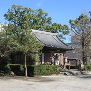本殿はしめ縄飾りがある以外には、寺院建築といってもよい佇まいをしていました。