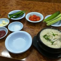 元祖湖水参鶏湯 本店 (ホスサムゲタン)