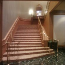 階段も美しいです。