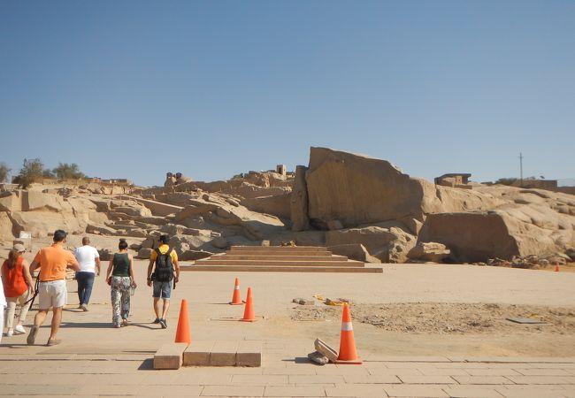 古代エジプトの採石場そのまま。
