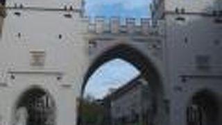 カールス門