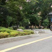 地下鉄東京メトロ副都心線西早稲田駅から南西のエリアにあります。