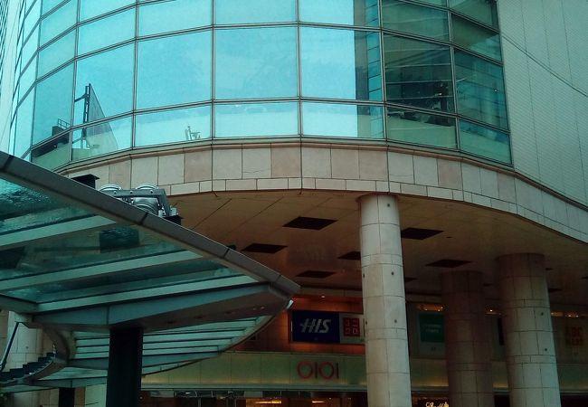 駅前にある商業施設です。