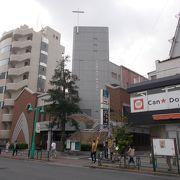 JR山手線新大久保駅から東にあります。