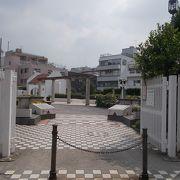 JR山手線新大久保駅から東のエリアにあります。