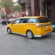 黄色の車体です