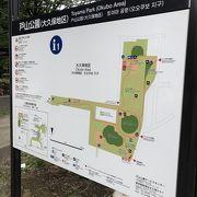 新宿区スポーツセンターの他にたくさん広場がある