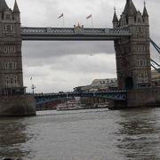 ロンドン塔のすぐそばです。