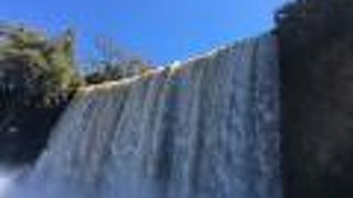 滝の下遊歩道