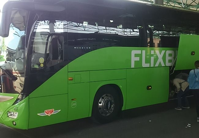 ミラノなどへの格安バスが多い