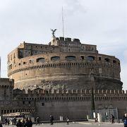 ローマはテベレ川の辺にある城塞