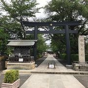 萩の松陰神社に比べると都会的な感じ