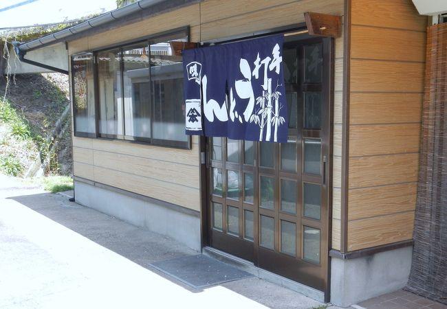 香川県に入って初めて食べた讃岐うどんです。(2017/5/19より休業中らしいです)