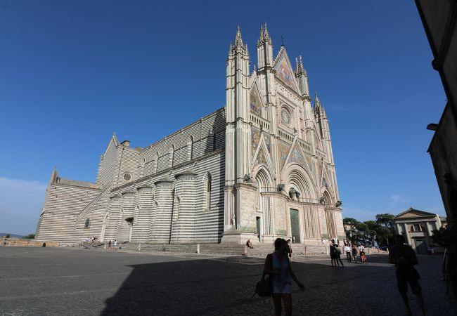 イタリアゴシック建築の最高峰の一つ