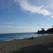 坂本龍馬像が眺める浜