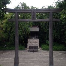 鉄道神社 (博多駅屋上つばめの杜広場)