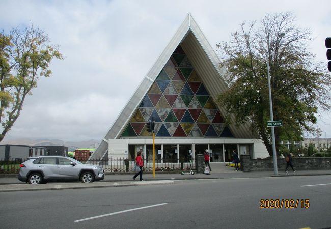 紙で造られた教会