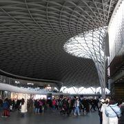 キングスクロスとセントパンクラス駅は隣接です。