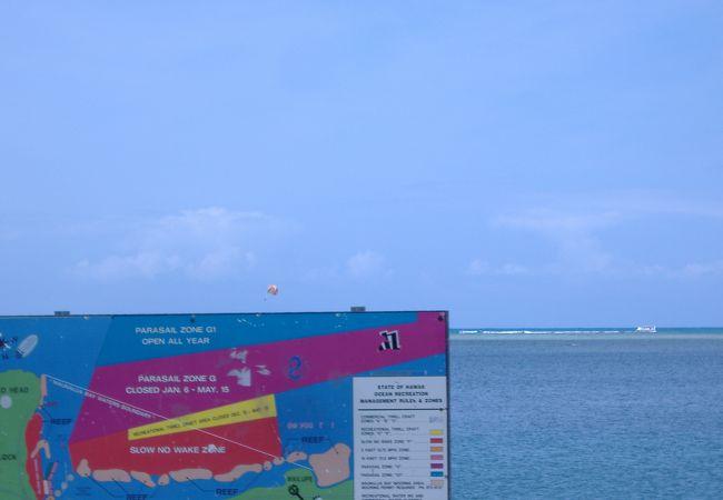 サンディビーチはココクレーターの東側の麓にあるビーチで、白くて細かい砂浜が500メートルに渡って続いています。
