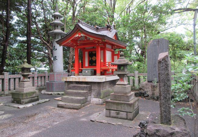 珍しい関神社も建っています