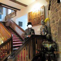 客室への階段、甲冑