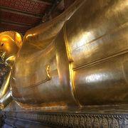 大きな涅槃仏が有名らしいけど、仏塔の装飾も素敵!