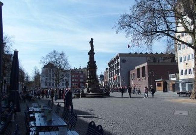 ビアハウスが並ぶ広場