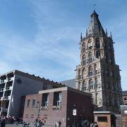 ゴシック様式の塔が美しい