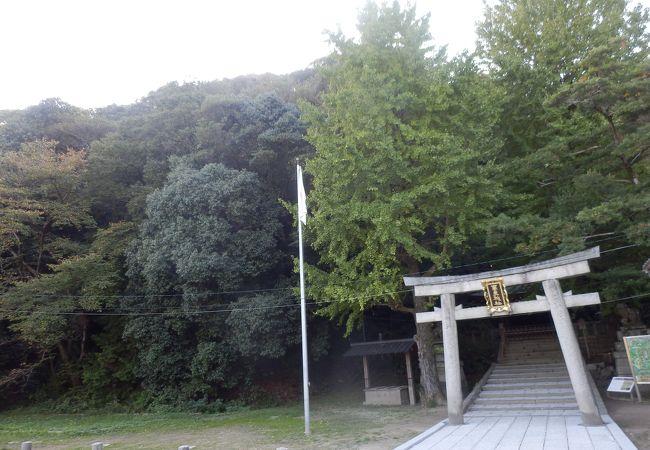 石清水八幡宮の参道登山口がこの神社横てから始まります
