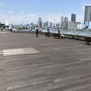 竹芝桟橋の二階テラスは気分最高