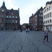 古くからデュッセルドルフの中心だった広場