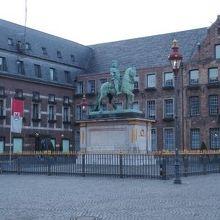 ヨハン ヴィルヘルム2世(通称ヤン ヴェレム)の騎馬像