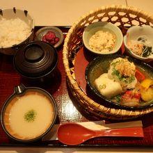 揚げ出し豆腐とゴロゴロ野菜 とろろ付き