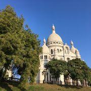 寺院の前には美しいパリのパノラマが
