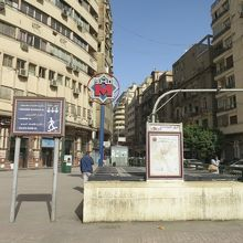 タハリール広場のサダト駅も入口が一部、閉鎖されていた