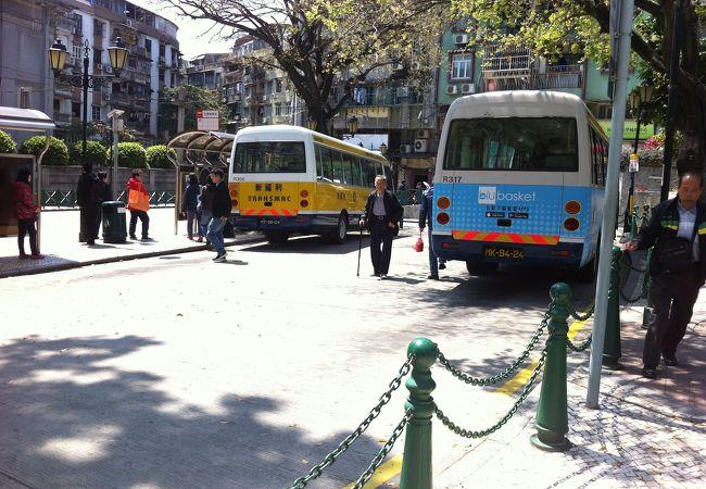 電車がないのでバスが一番便利