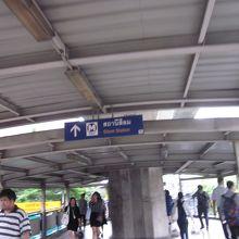 シーロム駅