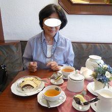 バウムクーヘンでお茶をした。