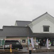 千葉県から橋を渡って茨城県に入ったところにあります。