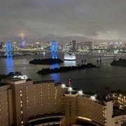 医療従事者に感謝して…青色にライトアップされたレインボーブリッジ