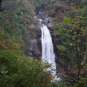 滝を見下ろす展望所