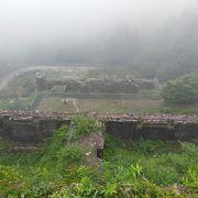 山の中にある煉瓦造りの遺構はまさに東洋のマチュピチュと呼ぶのにふさわしい姿でした