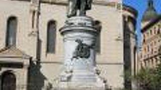 ペタル プレラドヴィッチ像