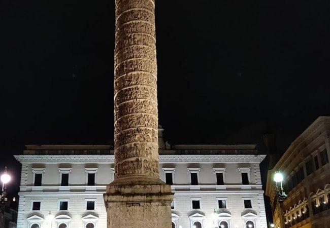 記念柱に注目