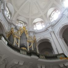 教会内のパイプオルガン