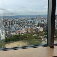 大雨の中休みに窓から大阪の街を撮りました。