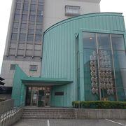 秋田駅から西に20分程度の場所にあります。