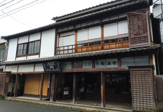 江戸時代から明治にかけての薬屋さんの商家をそのまま活用した博物館