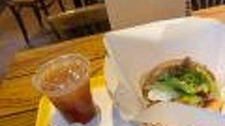 空港内ハンバーガー専門店